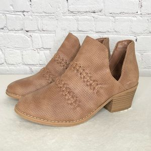 Universal Threads Perforated Brown Bootie Size 6W